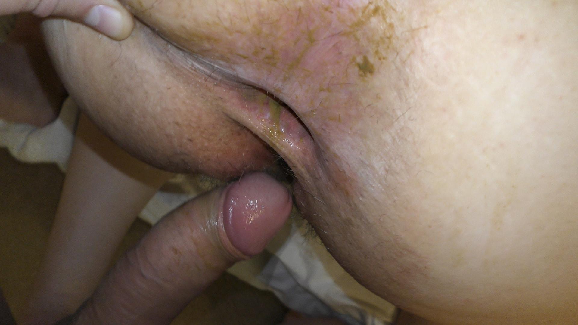 Latina close up anal toying