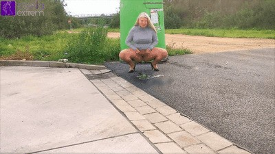 Public outdoor piss by the highway!