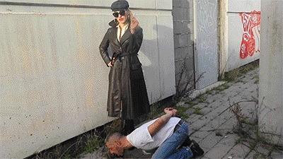 MISTRESS ISIDE - MULTIFUNCTIONAL BOOTLICKER HD