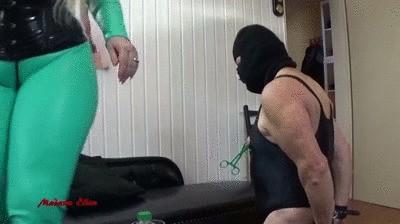 Madame Ellen`s chastity sklave W. first stuff with shit