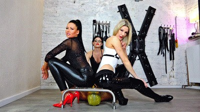 Triple-Domme - Wetlook Facesitting