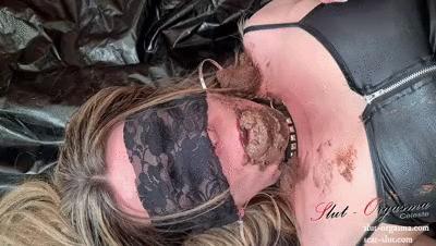 Scat Slut-Orgasma Celeste shitting in my own face