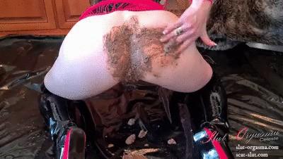 Scat Slut-Orgasma Celeste enjoying my self in shit