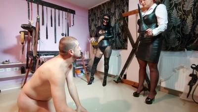Mistress Andreea Kitana poo and piss drinking