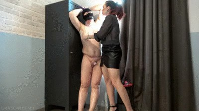 Lady Scarlet - A locker, a slave and the torn nipples (mobile)
