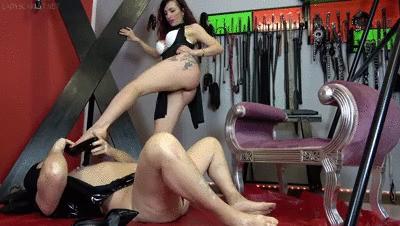 Lady Scarlet - Footjob & nipples with leash
