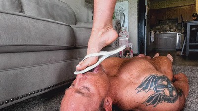 Dirty flip flop cleaner