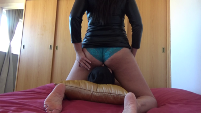 Mistress Roberta - Smell my farts and lick my ass hole