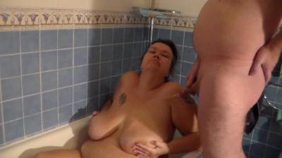 John is Peeing on Jen in the Bathtub