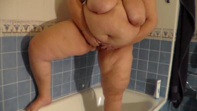 Jen is Peeing alot into the Bathtub