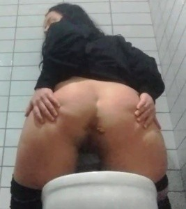 Enormous strapon fucking and shitting in bathroom