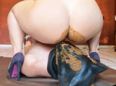 Mistress Parvati Farting Facesitting with Scat