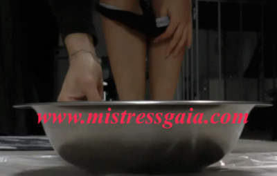 MISTRESS GAIA PEE AND SHIT AT THE SAME TIME