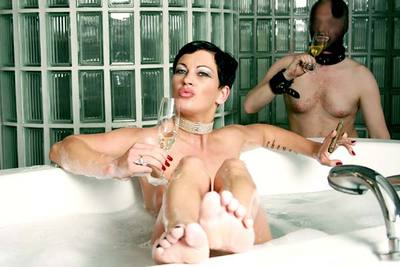 Take a Bath with Miss Cheyenne, Dirty Seductive Pee Clip - Full Version (Wmv)