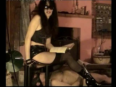 067.3 Mistress Isabella scat with the TOILET MAN