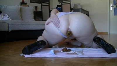 Curvy Heels Bitch shits so big