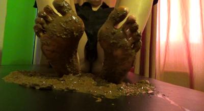 Mistress Roberta- Shit Foot Fetish With Natural Feet -pov