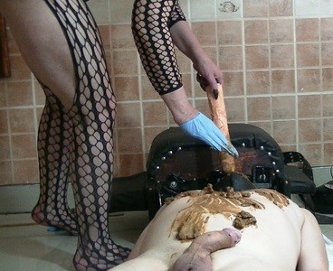 Goddess Andreea - Ashtray and full scat playing