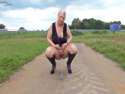 Hot public piss on the highway!