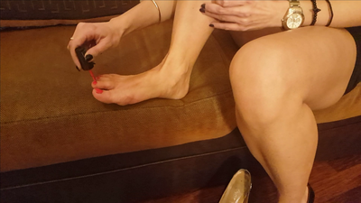 Painting toenails