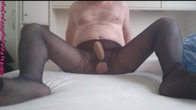Testicle spanking in pantyhose