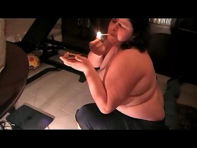 Bbw Pamela Smoking Crushing
