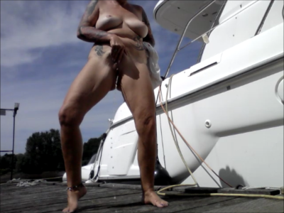 Naked On The Yacht Dock Gepisst Outdoor Puplik